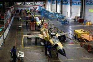 افتتاح خط تولید انبوه و تحویل دهی اولین جت جنگنده تمام ایرانی کوثر به ارتش جمهوری اسلامی+عکس
