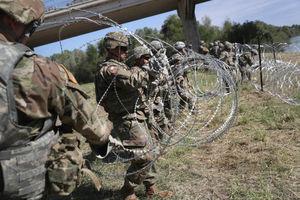 عکس/ آمادهباش نظامیان آمریکا در مرز با مکزیک