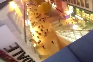 فیلم/ اقدام خطرناک یک جوان در مرکز خرید!