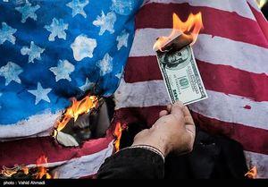 سوزاندن نمادین دلار در راهپیمایی 13آبان