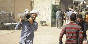 فیلم/ حضور چشمگیر روحانیون در کنار مردم سیلزده