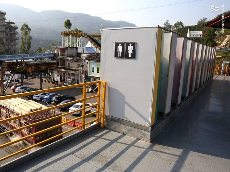 2378606 - نصب سرویس بهداشتی بر روی پل عابر!