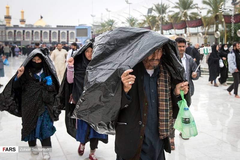 2379057 - بین الحرمین در یک روز بارانی