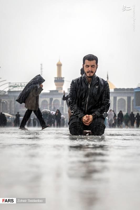2379080 - بین الحرمین در یک روز بارانی