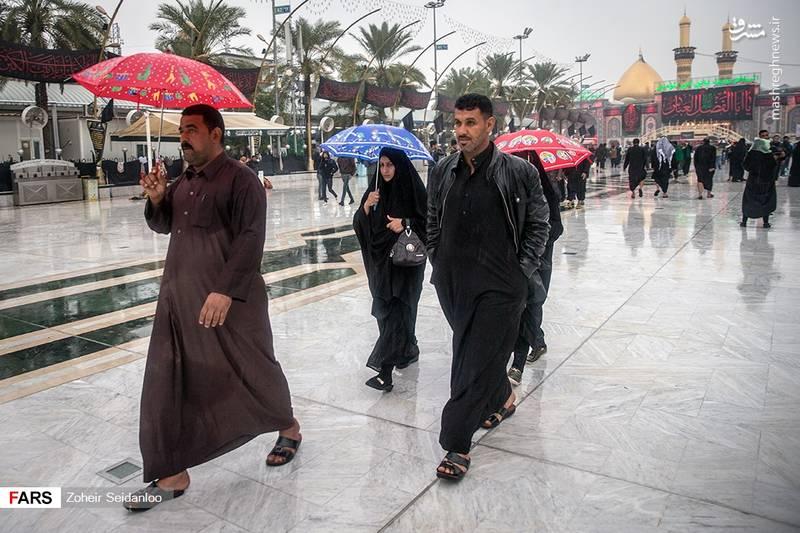 2379083 - بین الحرمین در یک روز بارانی