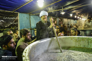 طبخ 84 هزارکیلو آش نذری در شیراز