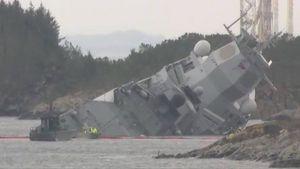 عکس/ ناو ارتش نروژ در حال غرق شدن