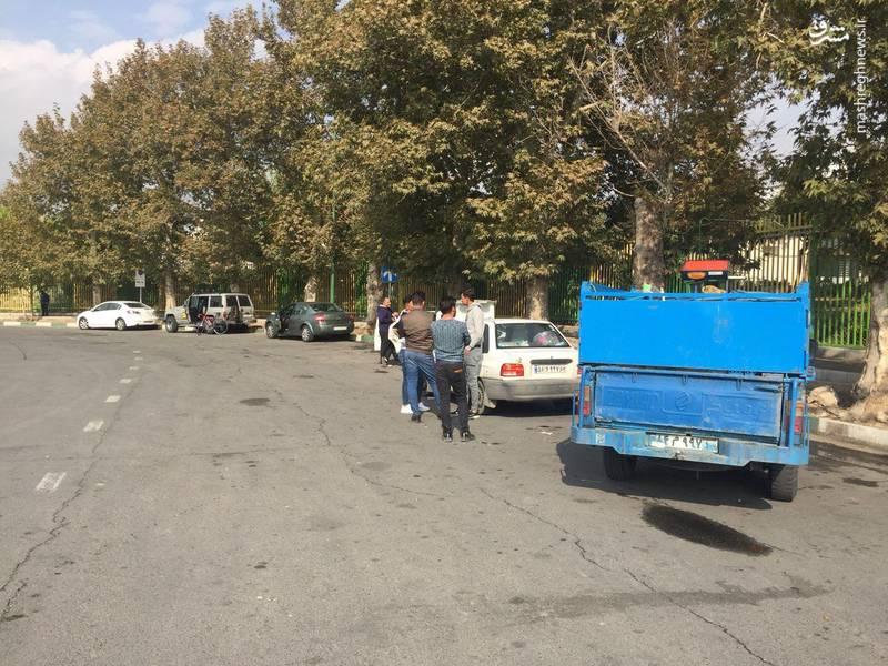 هواداران بدون بلیت در محوطه آزادی! +عکس