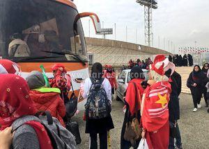 دختران پرسپولیسی در حال ورود به ورزشگاه آزادی +عکس