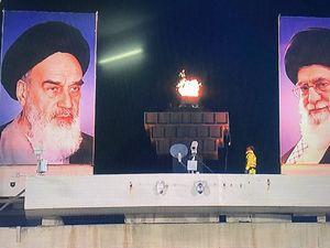 عکس/ روشن شدن مشعل ورزشگاه آزادی