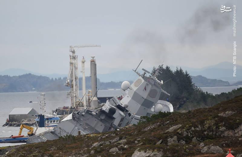 ناوشکن نروژی K.N.M. Helge Ingstad پس از برخورد با یک شناور دیگر در جریان مانور بزرگ ناتو از هدایت خارج شد.