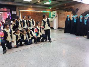 عکس/ اجرای سرود در مترو به مناسب هفته وقف