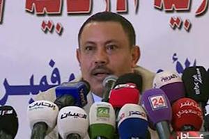 فیلم/ پرتاب کفش به سمت وزیر فراری یمن!