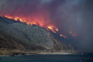 فیلم/ لحظهای وحشتناک از آتش سوزی کالیفرنیا