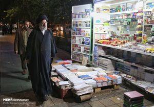 عکس/ گشتو گذار رئیسی در خیابان انقلاب تهران