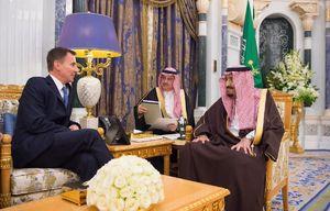 عکس/ دیدار وزیر خارجه انگلیس با شاه سعودی