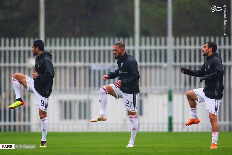 تمرین تیم ملی فوتبال زیر باران در حضور تاج
