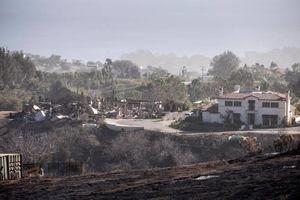 فیلم/ عملیات نجات یک خانواده از آتش سوزی!