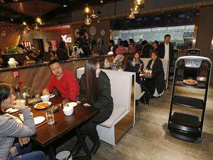 عکس/ افتتاح رستوران رباتیک در چین