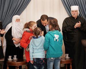 دیدار بشار اسد با خانوادههای آزادشده از اسارت داعش