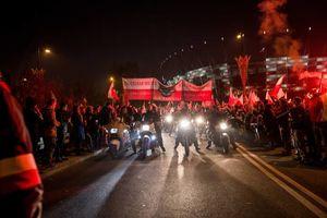 عکس/ آتش زدن پرچم اتحادیه اروپا در لهستان