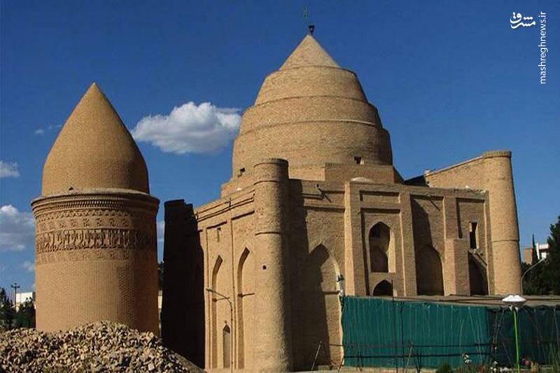 برج طغرل و برج  چهل دختر را میتوان به عنوان دیگر آثار تاریخ شهر یاد کرد. شهر دامغان دارای بازار و کاروانسرایی معروف نیز هست.