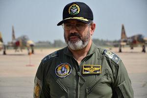عکس/ اقدام جالب فرمانده نیروی هوایی ارتش