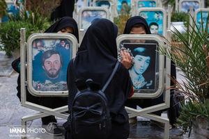 عکس/ غبار روبی مزار شهدای عملیات محرم