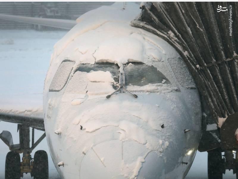 عکس/ تعطیلی فرودگاه درپی بارش برف در آمریکا