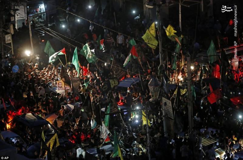 مردم غزه با شنیدن خبر پیروزی مقاومت به خیابانها ریختند.
