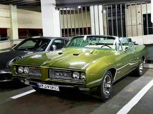عکس/ خودروی زیبای آمریکایی در تهران!