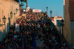 عکس/ تظاهرت مردم چک درپی فساد مالی دولت