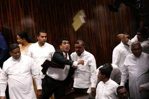 عکس/ درگیری در مجلس نمایندگان سریلانکا