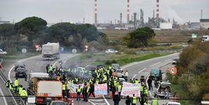 جلیقه زردها در فرانسه دسترسی به انبارهای سوخت را مسدود ساختند