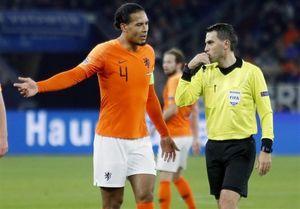 علت گریه داور بازی آلمان و هلند چه بود؟ +عکس
