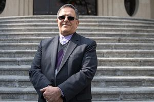 تایید حکم انفصال از خدمت رئیس پیشین بانک مرکزی/ سیف نمیتواند مشاور روحانی باشد