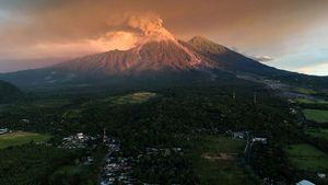 عکس/ فرار مردم گواتمالا درپی فوران آتشفشان فوئگو