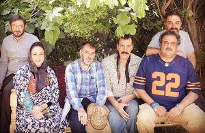 عکس یادگاری «مسعود دهنمکی» با زندانیها