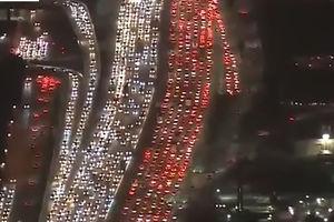 فیلم/ ترافیک وحشتناک لس آنجلس در روز شکرگزاری