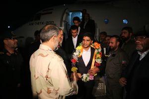 فیلم/ لحظه ورود 5 مرزبان ربوده شده به ایران