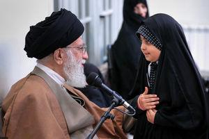 عکس/ عرض ادب دختر شهید به رهبر انقلاب