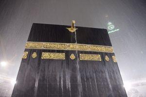 عکس/ بارش شدید باران در جوار خانه خدا