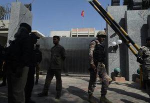 عکس/ حمله به کنسولگری چین در کراچی