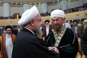 عکس/ دیدار صمیمانه روحانی با میهمانان  کنفرانس وحدت اسلامی