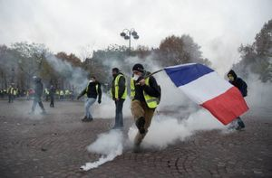 چرا معترضان فقیر فرانسه مثل براندازان ایرانی «موبایل هوشمند» ندارند؟/ «مرگ بر شهردار زن و قانون بازنشستگی»؛ ولی ما طرفدار زنان و جوانان هستیم!