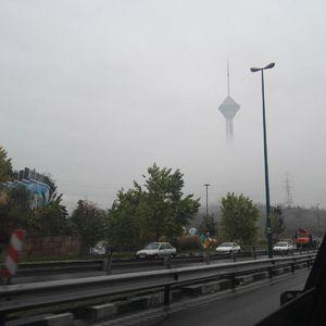 عکس/ برج میلاد غرق در مه