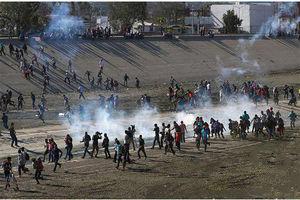 فیلم/ پذیرایی از مهاجران با گاز اشک آور!