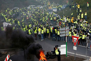 معترضین فرانسوی چه کسانی هستند و چه میخواهند؟