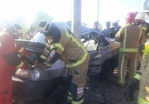 تصادف مرگبار پراید با تیر چراغ برق در اتوبان تهران ــ قم +عکس