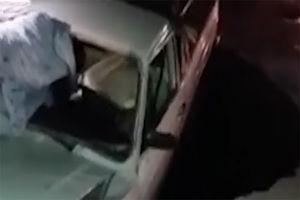 فیلم/ بلعیده شدن خودرو در یکی از خیابان های اهواز!